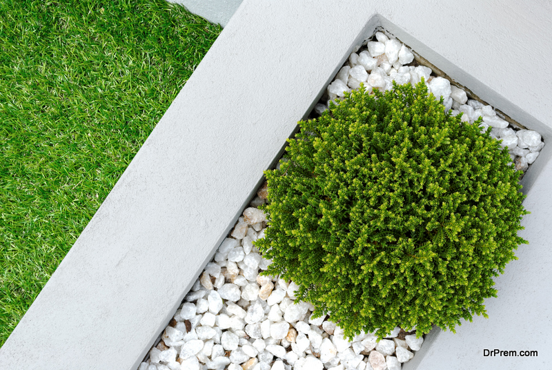 Fill the gap in your garden with small pebbles