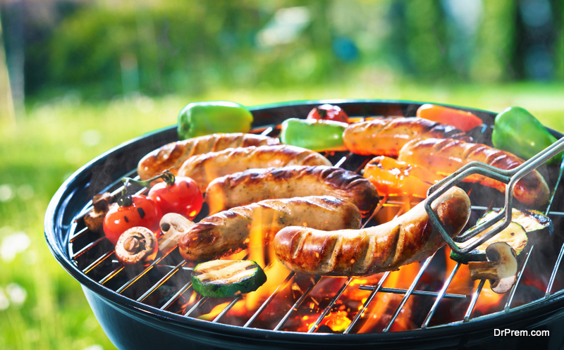 difference between grilling and barbequing