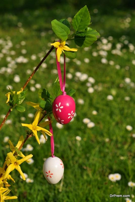 A-vertical-garden-of-Easter-eggs