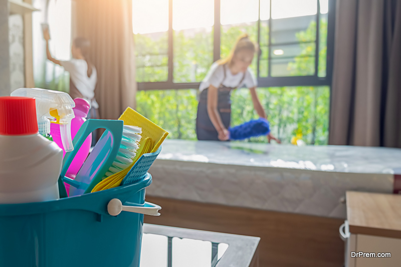 hiring home cleaning service