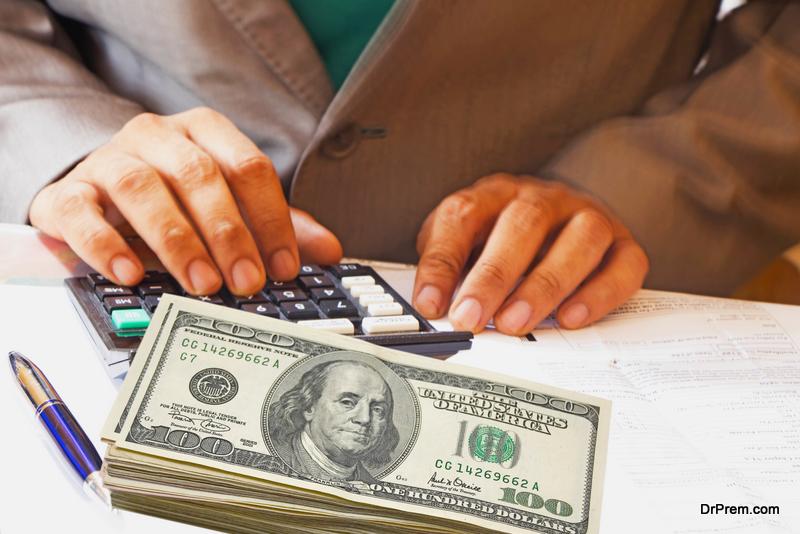 man-Figuring-out-cash-flow