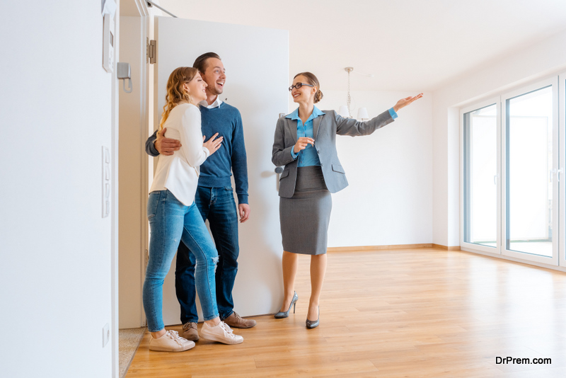 Real-Estate-Agent-showing-house-to-couple