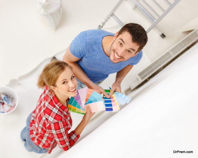 couple-selecting-paint-color