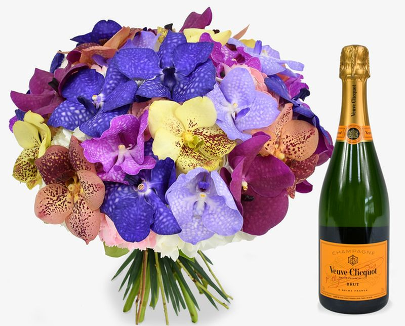 Flowers and Champagne Delivery by Moyses Stevens