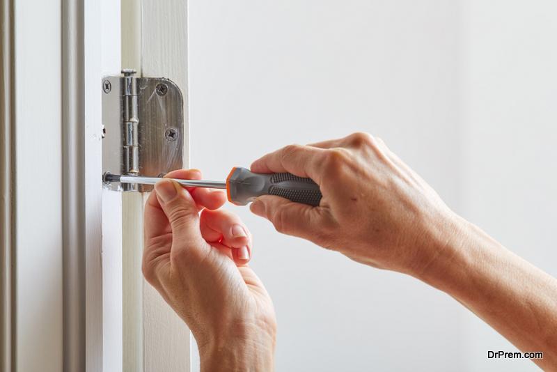 hinges of door needs repair